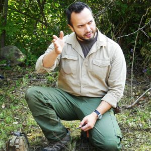 Kevin Estela teaching budget Bushcraft